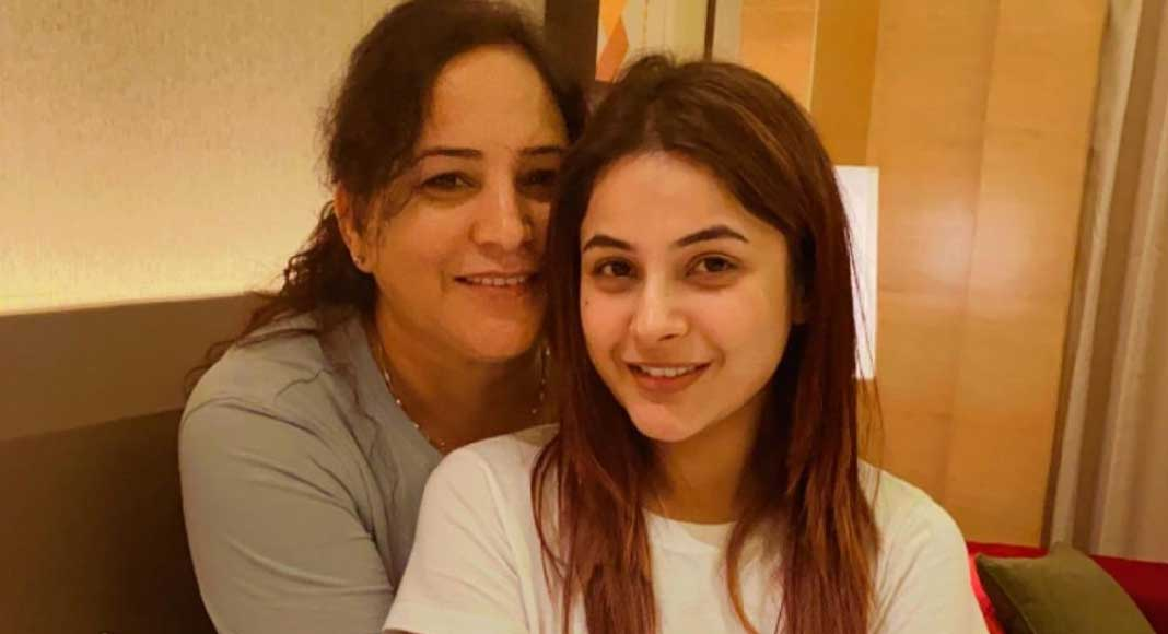 shehnaaz gill with mother